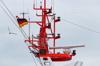 Schiffsmast mit Flagge
