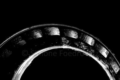 halber Ring mit hellen Flecken