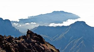 Berge in Wolken umhüllt