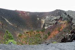 Bewachsender Kraterschlund