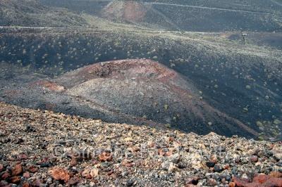 Vulkankegel und Lava