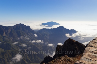Blick auf Berge mit Wolken