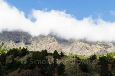 Wolken über dem Schluchthang
