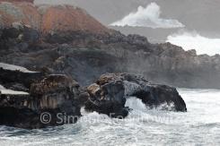 Meeresbrandung an Felsen