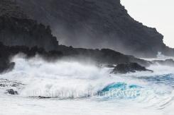 Meeresbrandung an der Steilküste
