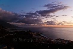 Küstenstadt Puerto Naos bei Sonnenuntergang