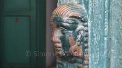 Ein Pharaokopf als Türklopfer
