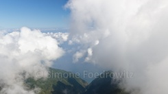 Blick über die Wolken an der Steilküste