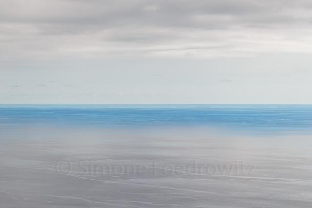 blau weißes ruhiges Meer