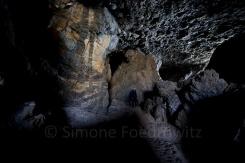 Höhle mit Schatten