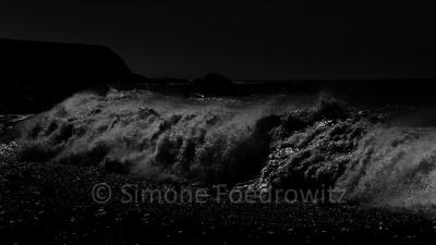 brechende Welle, schwarzweiß