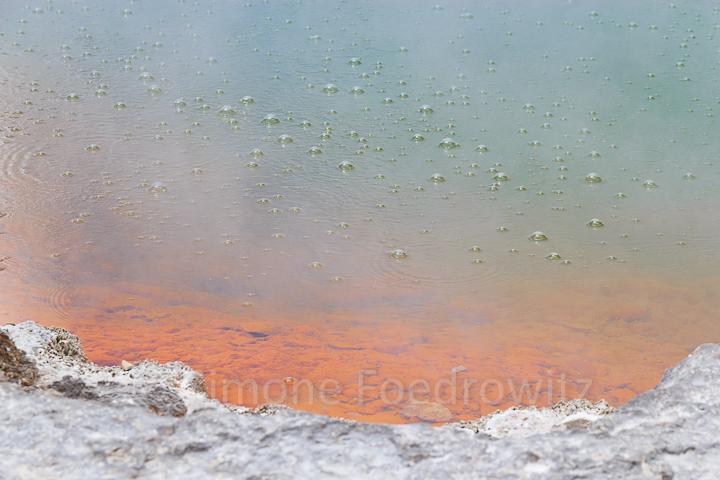A-0101-wai-o-tapu-champagne-pool-gasblasen