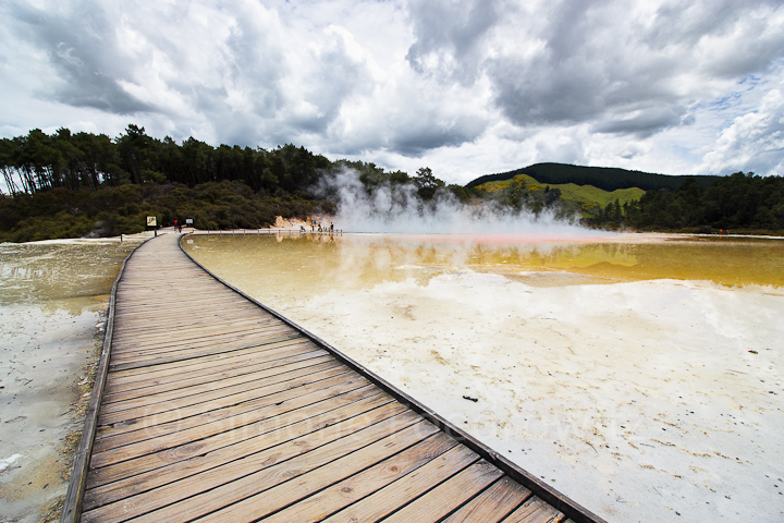 A-0106-wai-o-tapu-champagne-pool-sinter-terrace