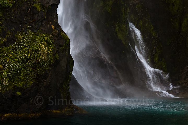 A-0170-stirling-falls-milford-sound-new-zealand