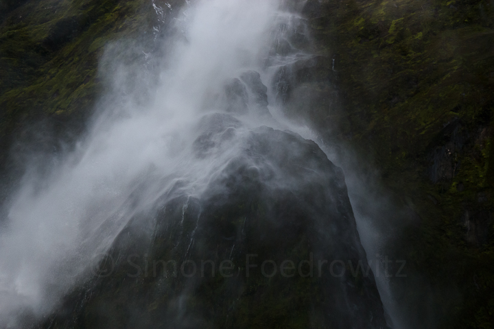 A-0172-stirling-falls-milford-sound-new-zealand