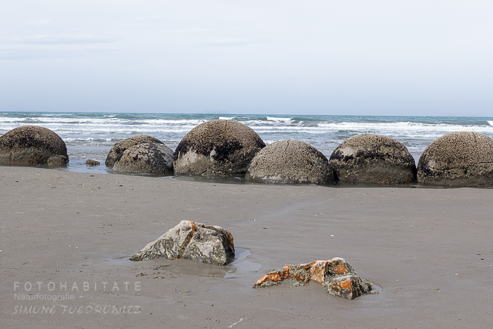 A-211-moeraki-boulders-stones-new-zealand