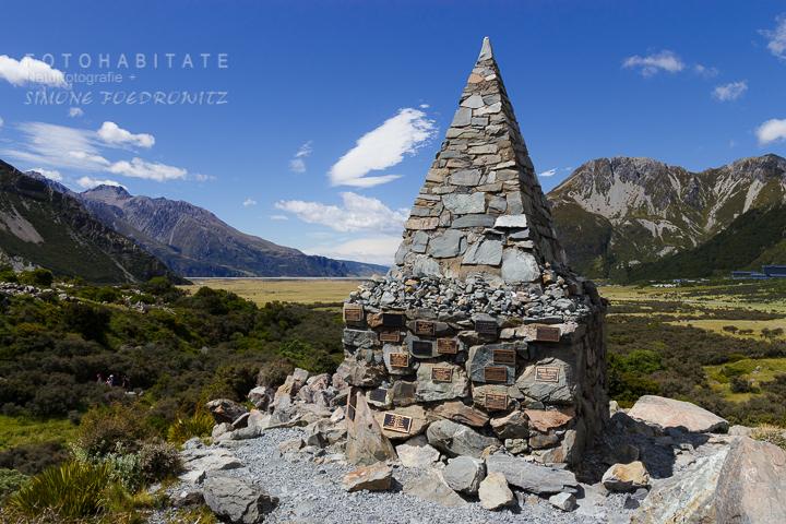 a-242-alpine-memorial-hooker-valley-track-new-zealand