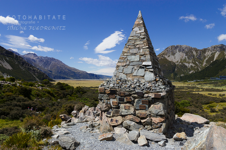 a-242-alpine-memorial-hooker-valley-track-new-zealand