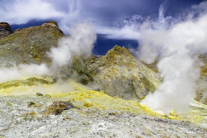 a-0261-steam-volcano-white-island-new-zealand