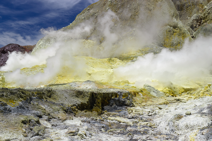 a-0263-steam-white-island-volcano-new-zealand