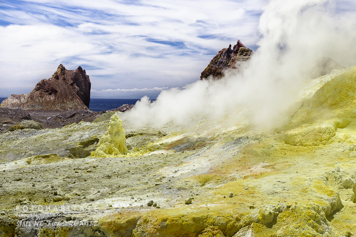 a-0265-fumerole-white-island-volcano-new-zealand