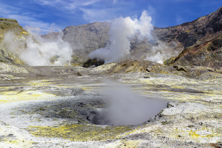 a-0269-steam-white-island-volcano-new-zealand