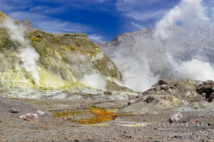 a-0270-steam-white-island-volcano-new-zealand