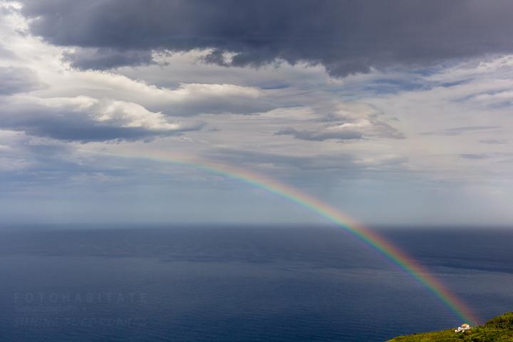Regenbogen über dem Meer