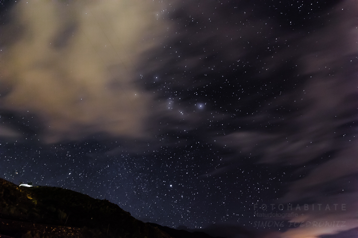 Sterne und Wolken