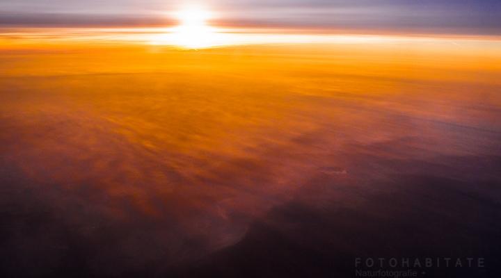 Sonnenaufgang über Wolkenmeer