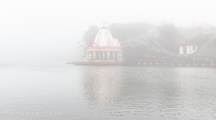 Tempel im Nebel