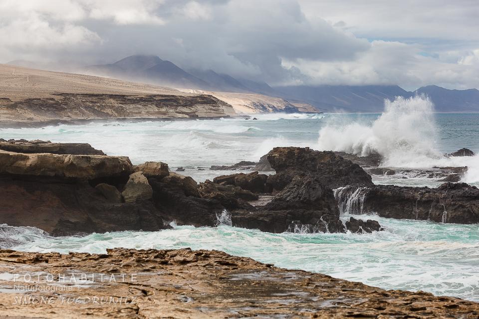 Küstenlinie und Meeresbrandung