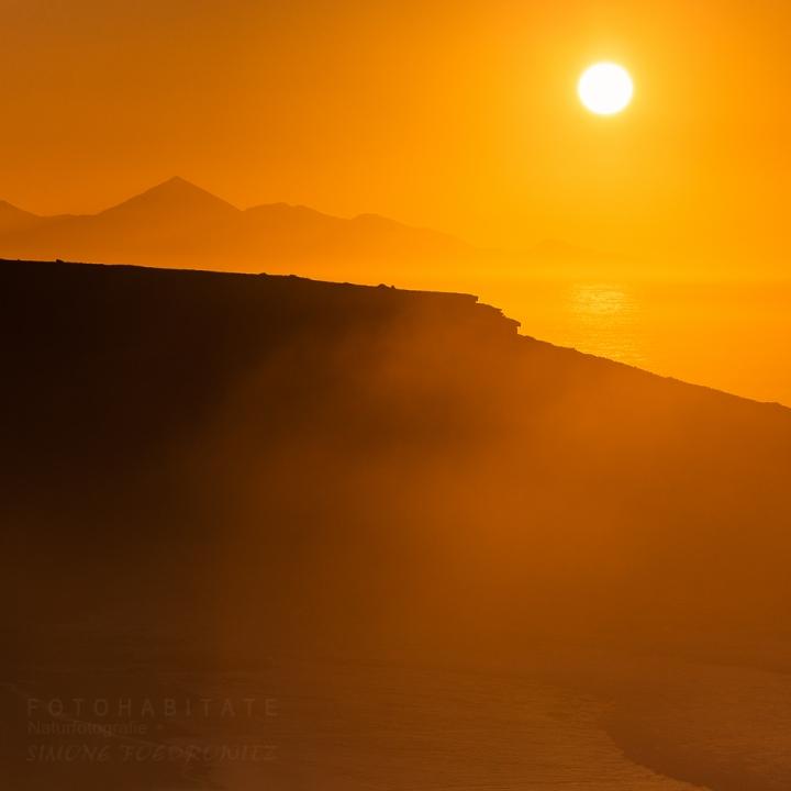 Sonnenuntergang hinter Bergen